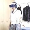 VRで遊ぶ女子高生