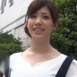 24歳巨乳美人
